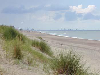 A la plage avec ma cam voyeur pour mes fans - 2 part 10
